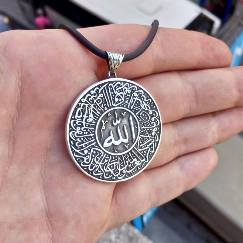 925 Ayar Gümüş Kişiye Özel Ortasında Hz. Allah Yazılı Çerçevede Nazar Ayeti Yazılı Madalyon Kolye