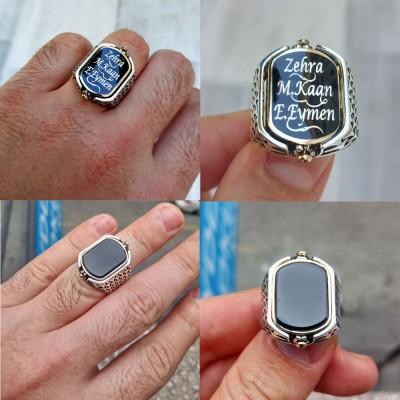 925 Ayar Gümüş Siyah Mineli Oniks Taşlı Kişiye Özel İsim Yazılı Çift Taraflı Erkek Yüzük