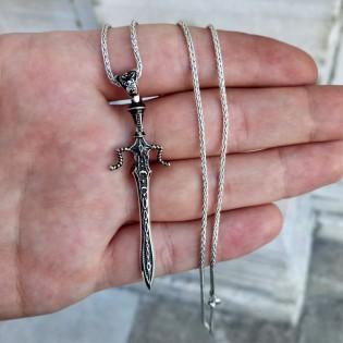 925- Ayar Gümüş Kılıç Figürlü Erkek Kolye