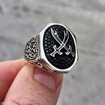 925 Ayar Gümüş Zülfikar İşlemeli Mikro Taşlı Erkek Yüzük