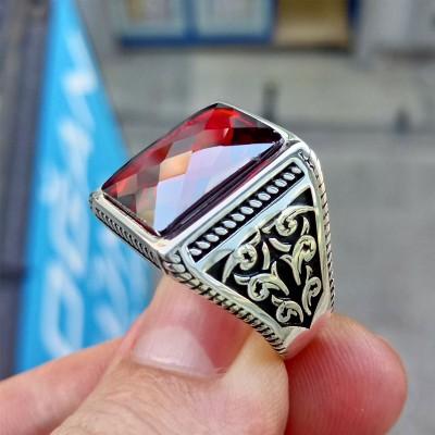 925 Ayar Gümüş Burgu İşlemeli Faset Kesim Kırmızı Taşlı Erkek Yüzük