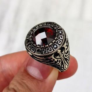 925 Ayar Gümüş Kırmızı Taşlı Kılıç Motifli Mikro Taş İşlemeli Erkek Yüzük