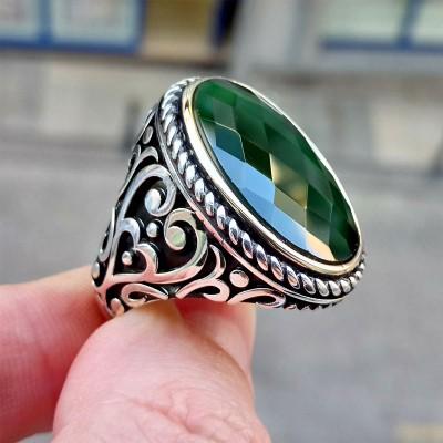 925 Ayar Gümüş Yeşil Faset Kesim Taşlı Burgu İşlemeli Erkek Yüzük
